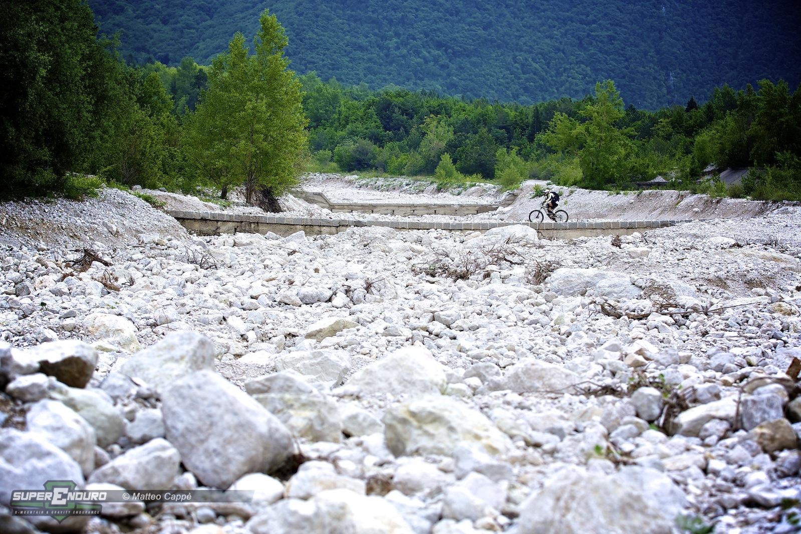 Superenduro gemona vittoria per ducci e zanotto - Letto di un fiume ...