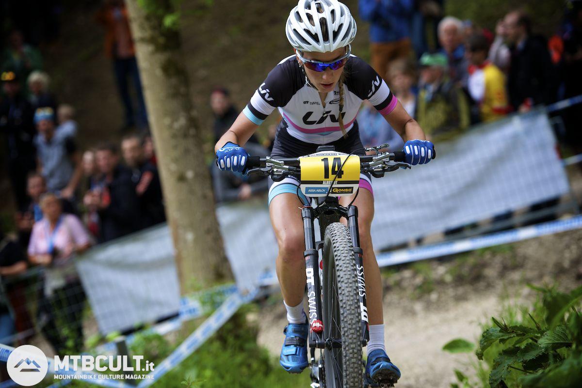 Pauline Ferrand-Prevot al Team Absolute Absalon, su bici
