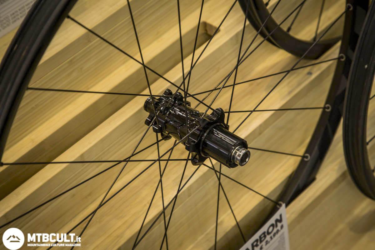 Eurobike easton havoc e haven ruote 27 5 anche in for Kit per il portico anteriore