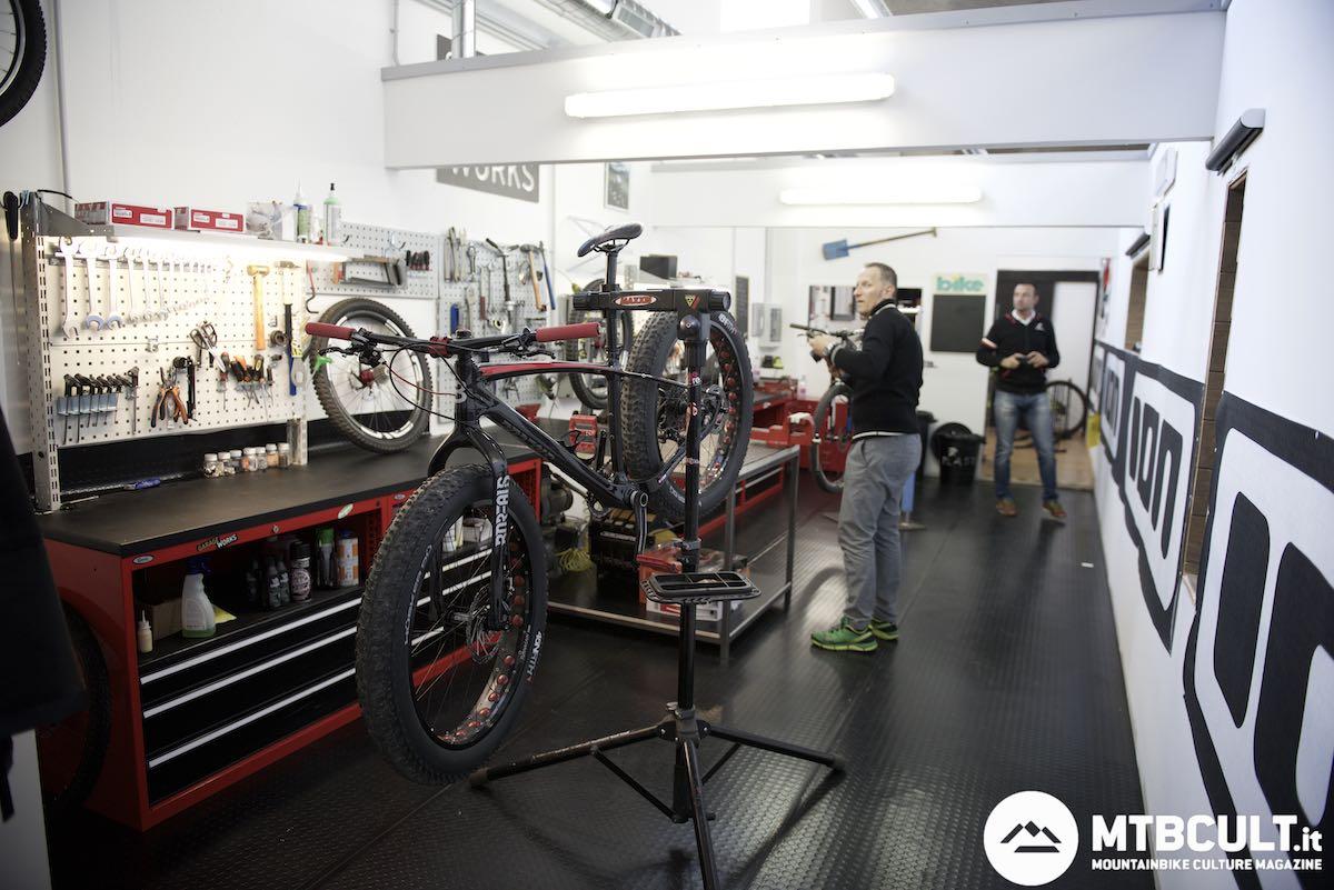 Il nuovo bike store a ciampino un negozio all 39 americana for Garage con negozio