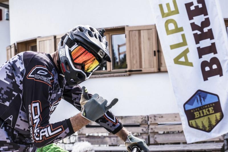 Up & Downhill Superbike