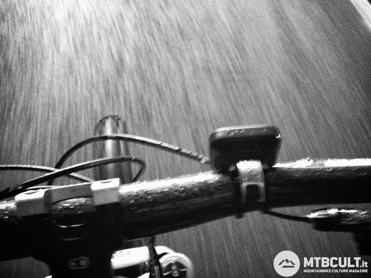 Pedalare sotto la pioggia