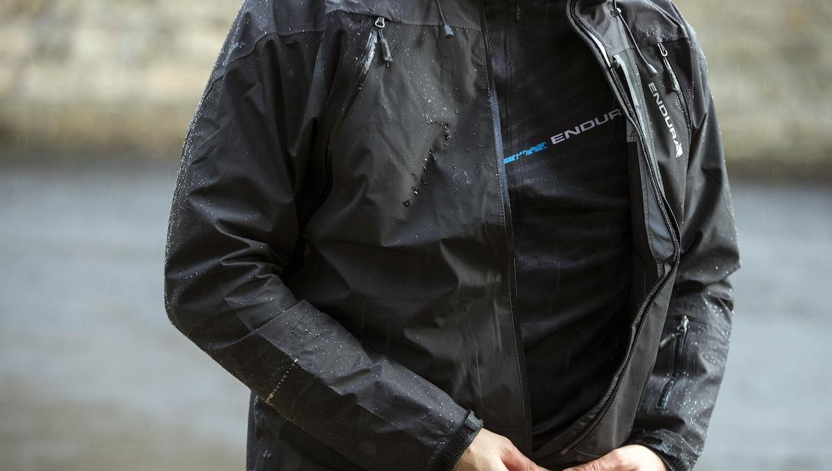 TEST - Giacca Endura Mt500: lo scudo per pioggia e vento