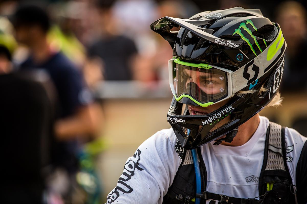 Troy Lee Designs Helmet >> Troy Lee Designs Stage Helmet: ultraleggero e super sicuro ...