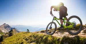 Una trail bike moderna va bene anche nelle granfondo? Sì, a patto che...