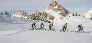 A Cortina tutti in bici sulla neve senza sforzo con le fat e-bike