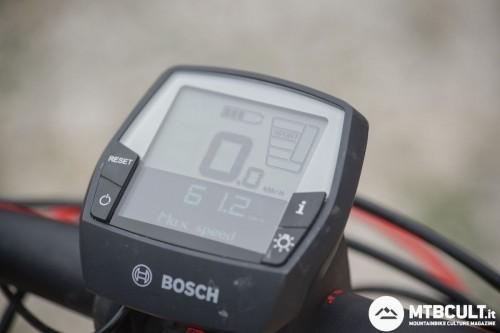 Il display Intuvia di Bosch è molto facile da usare e da leggere. Fonrisce indicazioni sulla carica residua, sulla potenza richiesta al motore e sull'autonomia in Km delle batterie.