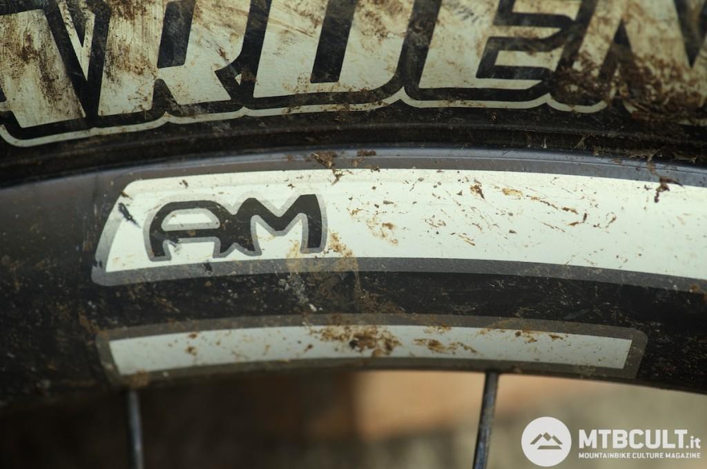 Queste due lettere, Am, indicano un uso trail per le ruote. Ed è proprio quello che abbiamo fatto, e su terreni molto diversi fra loro