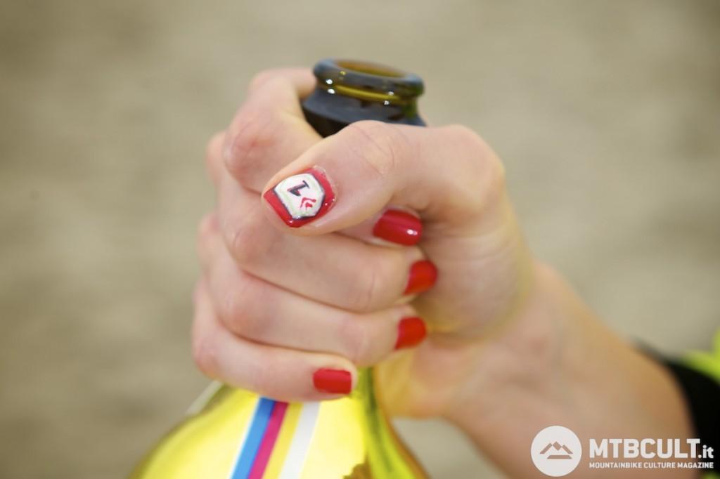 Un componente tecnico come la finitura delle unghie della Macheda non è mai trascurabile...