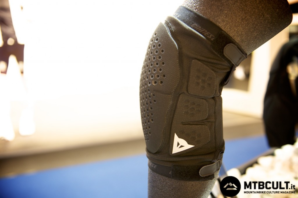 La ginocchiera diventa ventilata e di grande comfort.