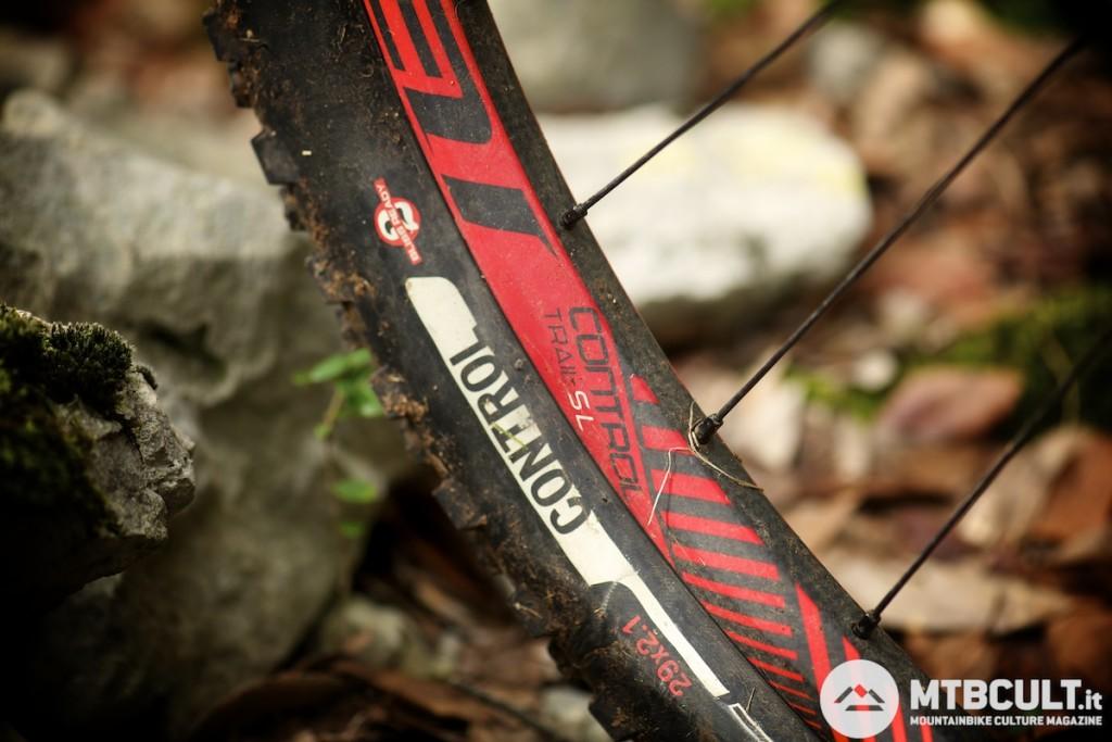 Cerchio in carbonio per le ruote Roval Control Trail Sl: la coppia pesa 1585 gr.