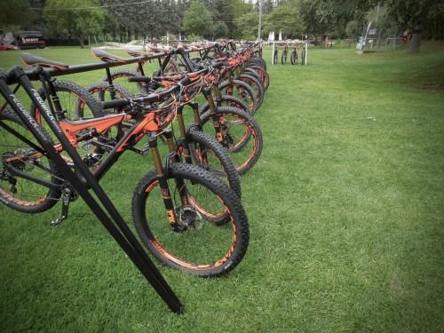 Ogni giorno bici pulite e sistemate. Facile provarne ben 4 in due giorni di riding...