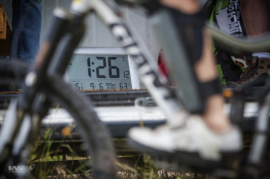 Al via delle Ps c'è sempre un cronometro. L'impostazione di gara del Superenduro è quella più rodata ed efficace
