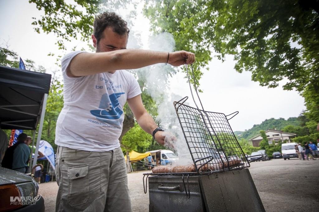 Il miglior modo di chiudere una giornata di enduro: carne alla griglia...