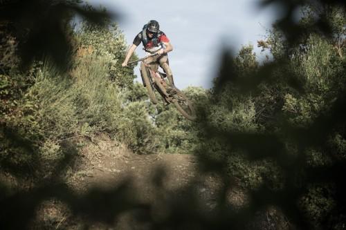 Come vanno in discesa? Beh, uno come Fairclough non ha problemi a fare questo con qualunque bici... Foto Markus Greber-Scott Sports.