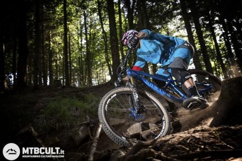 Come si vede in questa, il pedale spesso si trova a pochi cm dagli ostacoli. Attenzione quindi sui sentieri più rocciosi.