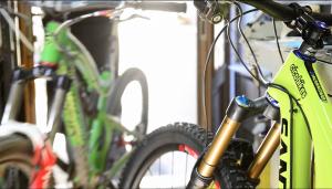 VIDEO - Confronto Santa Cruz Nomad vs Bronson, 1ª parte