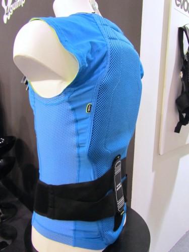 La vista di 3/4 dell'Evoc Protection Vest Lite Men.