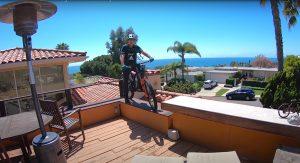 VIDEO - Hans Rey: trial challenge (a casa) con 9 bici