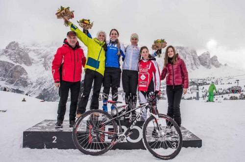 Eccola sul gradino più alto del podio a Selva di Val Gardena in occasione della Hero Ice Cross.