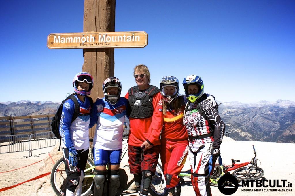 In cima alla partenza della Kamikaze. Insieme alla Bonazzi, la seconda da sinistra, ci sono Penny Davison, Greg Herbold e Leigh Donovan.