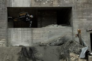 VIDEO - Brandon Semenuk Raw 100 V6: la miniera abbandonata