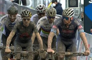 Coppa del Mondo Nové Město: bikers vs stradisti nello Short Track. Ecco com'è finita...