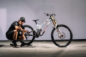 DH in Val di Sole: le bici customizzate degli atleti...